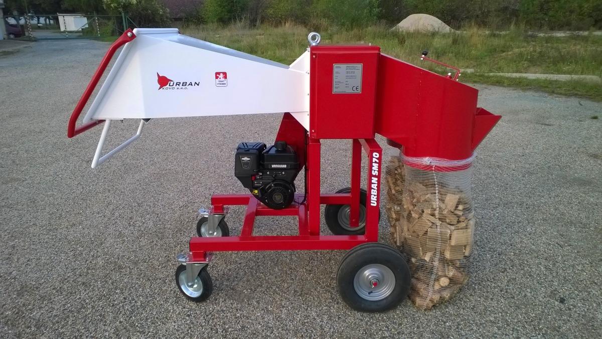 Holzhäcksler mit motor